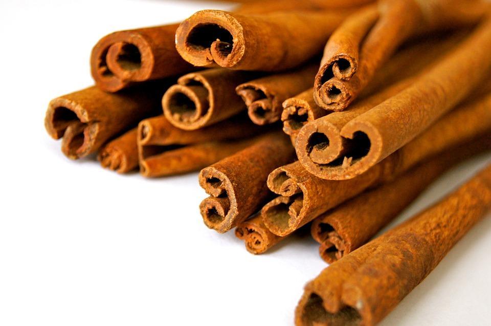 Az élelmiszerekben megtalálható fahéj mennyisége általában nagyon kevés, átlagos fogyasztással a kumarin bevitel nem okozhat problémát.