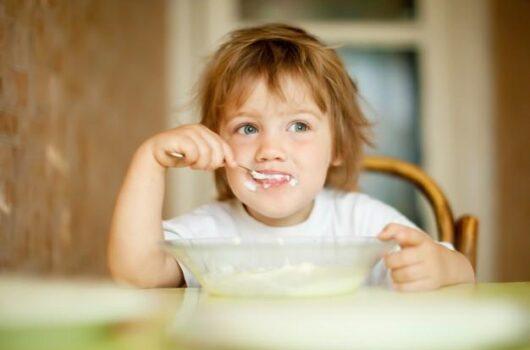 gyerek eszik veszélyes adalékanyagok