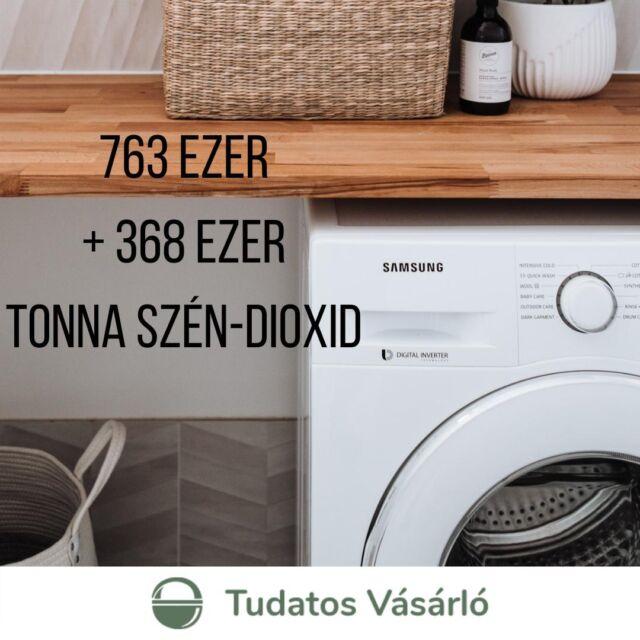 💨Ennyi szén-dioxidot spórolnánk meg, ha lecserélnénk a 8 évnél idősebb hűtőket és mosógépeket - olvashatod új cikkünkben, ami elérhető a bióban! Magyarországon ráadásul a háztartási nagygépek, a hűtőgépek, a fagyasztók, a mosógépek és az elektromos tűzhelyek 43 százaléka 8 évnél idősebb, ráadásul ezek a készülékek felelősek az összes fogyasztás háromnegyedéért. 🔌  Összehasonlításként, egy  kétajtós, fagyasztós hűtőgép fogyasztása, 💡ha 2001-ben gyártották 564 kWh, 💡ha 2011-ben gyártották, 403 kWh, 💡míg a 2021-ben megvásárolhatóak esetében már csak 206 kWh. Ráadásul az energiatakarékosabb gépek nem feltétlenül drágábbak.   ♻️Egy új gép megvásárlásánál rengeteg szempontot kell figyelembe venni. Ebben is szeretne segíteni a Tudatos Vásárlók Egyesülete, ezért teszteljük ezeket a gépeket nemzetközileg akkreditált laboratóriumokban egységes szempontok szerint, hogy segíteni tudjunk a döntésben. Legutóbb 132 hűtőt és fagyasztott teszteltünk, ennek eredményeit szintén megtalálod a bióban!  #tudatosvasarlo #fogyasztóvédelem #tudatosvásárló  #fenntartható #ateugyedis #instahun #tudatosvásárlóteszt 